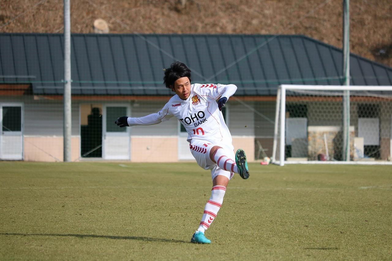 Images : 1番目の画像 - 水戸対福島のトレーニングマッチの様子 写真◎サッカーマガジン - ベースボール・マガジン社WEB