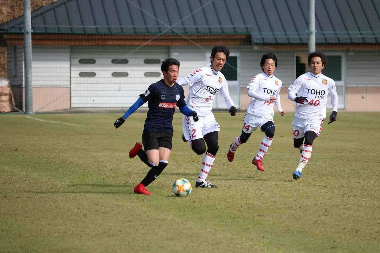 Images : 2番目の画像 - 水戸対福島のトレーニングマッチの様子 写真◎サッカーマガジン - ベースボール・マガジン社WEB
