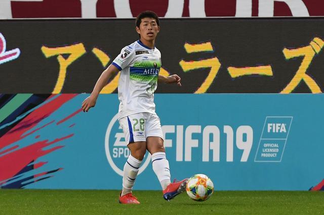 画像: 鈴木は右サイドでプレーし、前へ仕掛ける姿勢を見せた 写真◎Getty Images