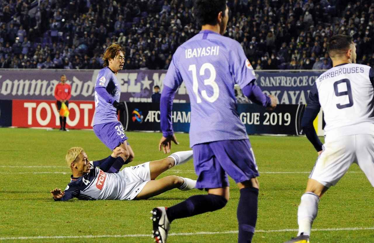 Images : 2番目の画像 - 広島とのACLに先発し、同点ゴールを決めた本田。会場には、じゅんいちダビッドソンも登場(写真◎Getty Images) - ベースボール・マガジン社WEB