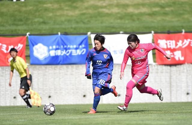 画像: 昨年大会の決勝はJAPANサッカーカレッジレディース ブルー(左)が2-1で南葛SCWINGS(右)を破り初優勝を遂げた