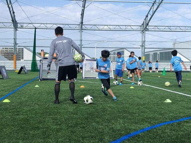 画像: サッカー体験では、アディダスとパートナーシップを結ぶコーチングメソッドである「クーバーコーチング」が子供たちに提供された