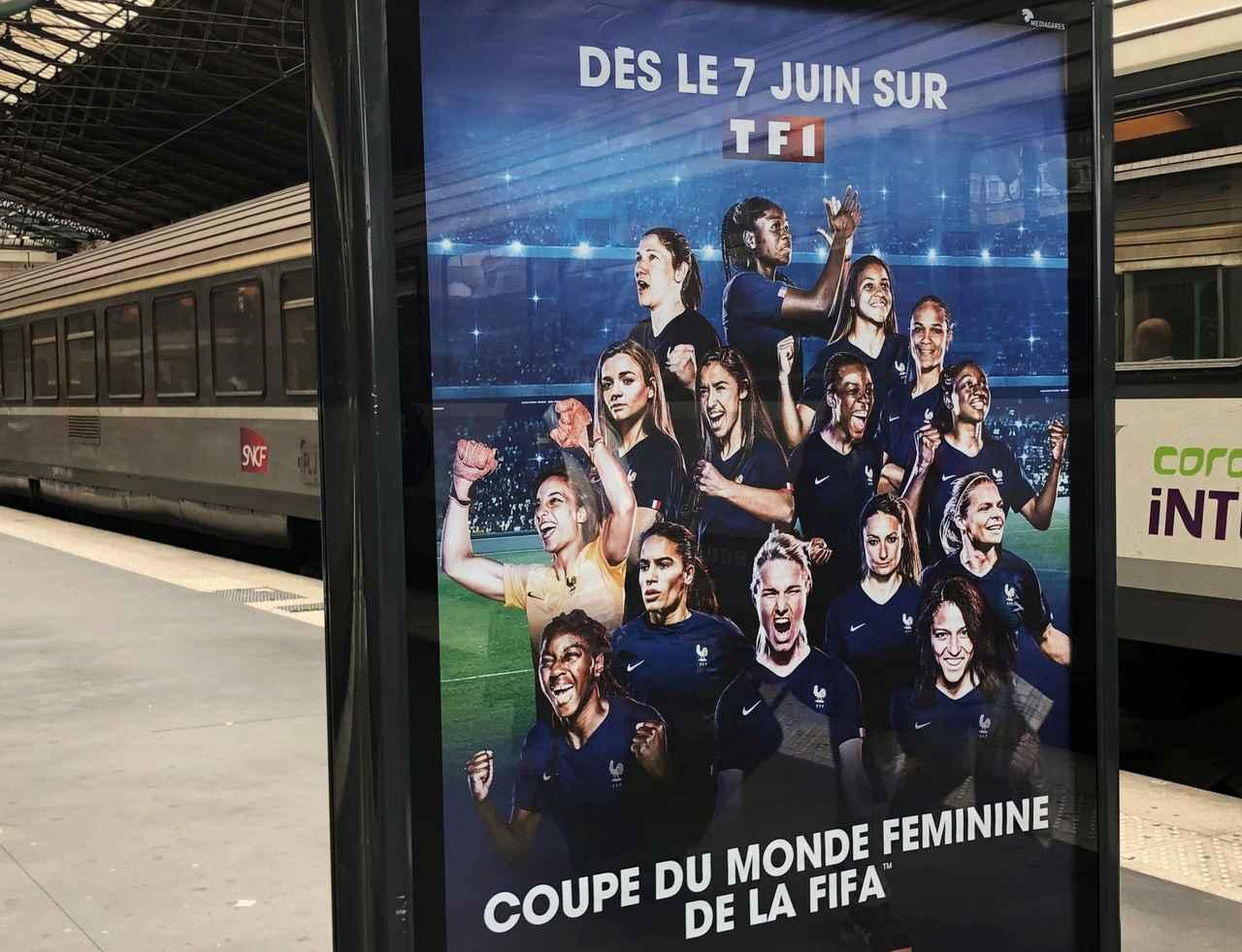 画像: 地元フランス女子代表のポスター。地元の期待は大きいようだ(写真◎日々野真理)