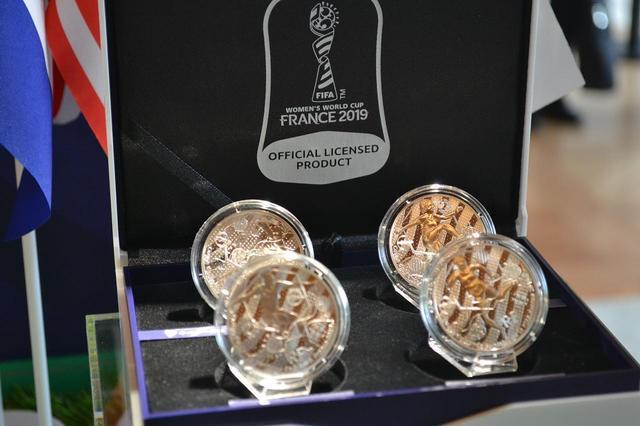 画像: 銀貨は4種類のセット。金貨の3種類の加え、ゴールキーパーが描かれた1種類が加わっている