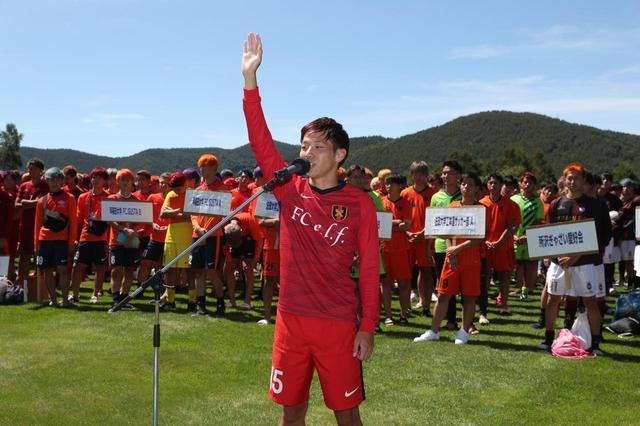 画像: 選手宣誓はFC e.l.f Bの斎藤なおき選手。5日間の全力プレーを誓った(写真=川口洋邦)