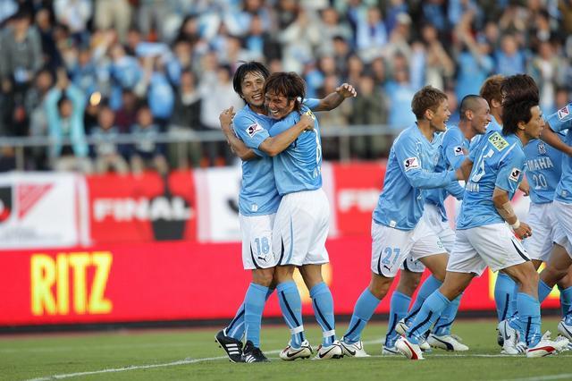 画像: 前田(写真左)の2ゴールなどで磐田が広島を下して優勝