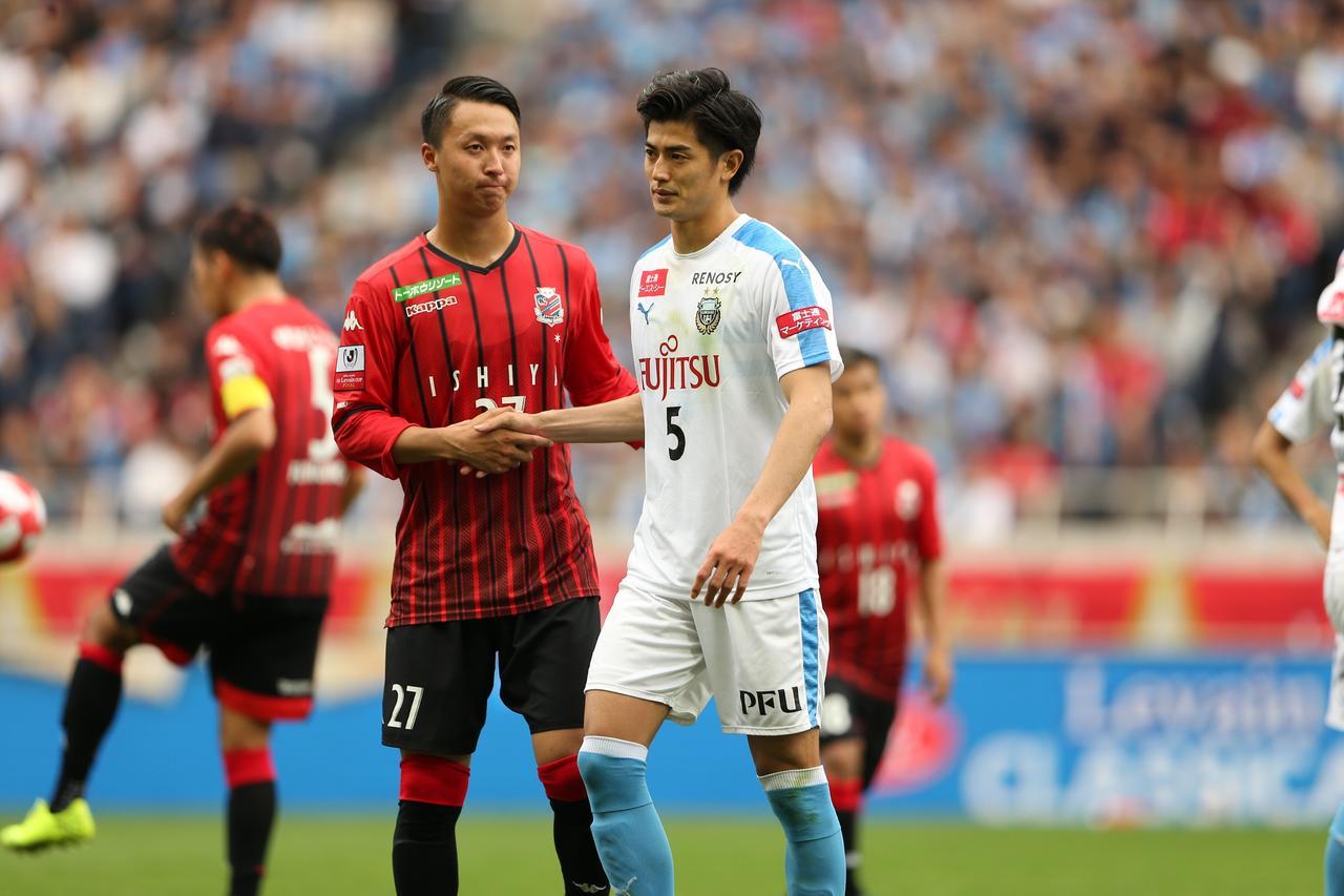 Images : 1番目の画像 - 初タイトルを喜ぶ川崎フロンターレの選手たち(写真◎J.LEAGUE) - サッカーマガジンWEB