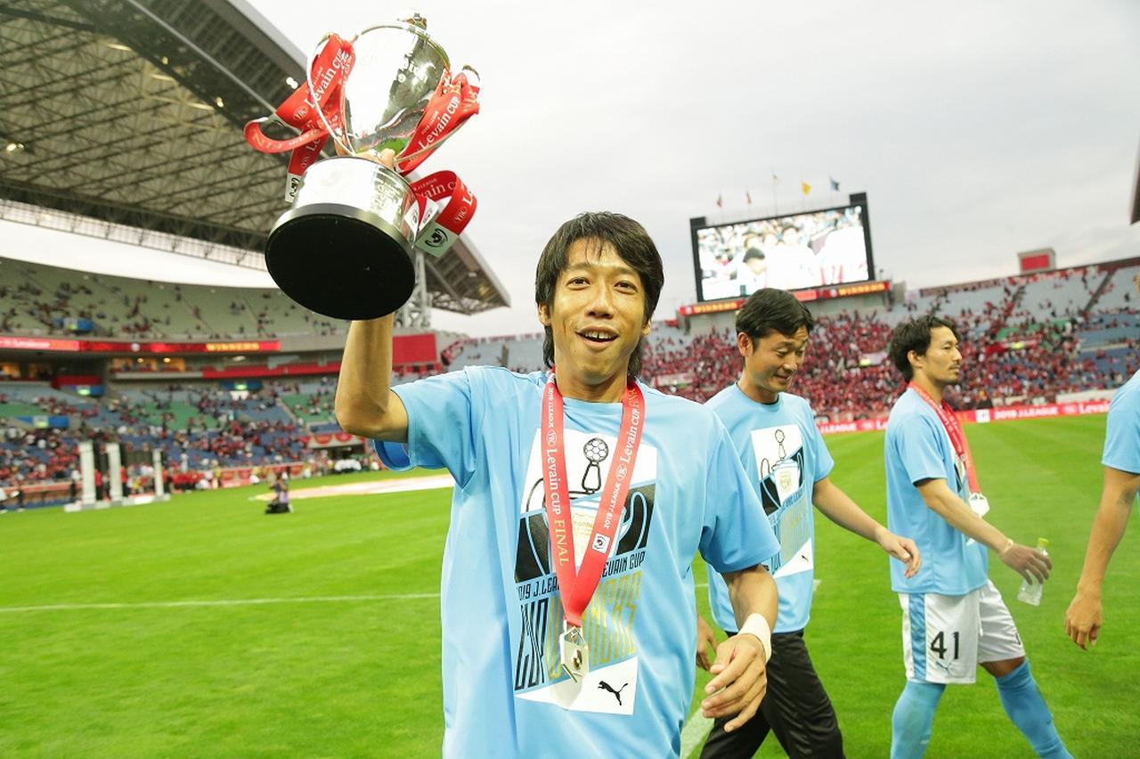 Images : 2番目の画像 - 初タイトルを喜ぶ川崎フロンターレの選手たち(写真◎J.LEAGUE) - サッカーマガジンWEB