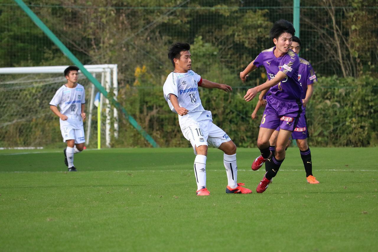 Images : 2番目の画像 - 合計5ゴールが生まれた京都U-18との点の取り合いを制したG大阪ユースが準決勝進出(写真◎サッカーマガジン) - サッカーマガジンWEB