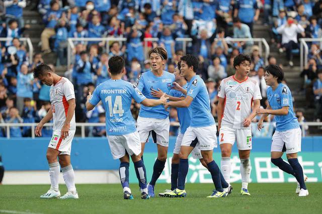 画像: 【J2最終節のドラマ】横浜FCのJ1昇格が決定。栃木は逆転で残留決める! - ベースボール・マガジン社WEB
