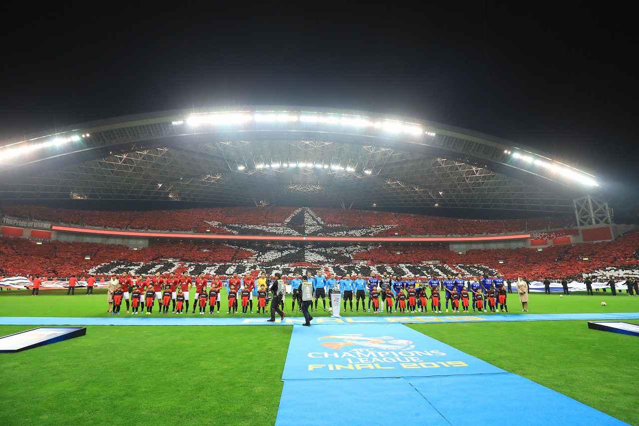 画像: キックオフ前には埼玉スタジアムに壮大なコレオグラフィーが浮かび上がった(写真◎福地和男)