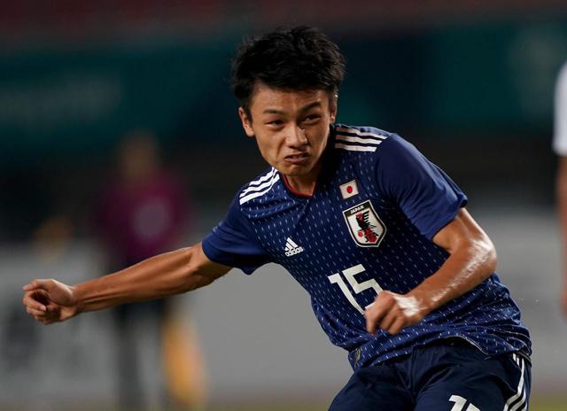画像: 上田は今夏、法政大学から鹿島アントラーズに電撃加入。コパ・アメリカでは日本代表でも初キャップを記録し、東京オリンピックでの活躍も期待されている