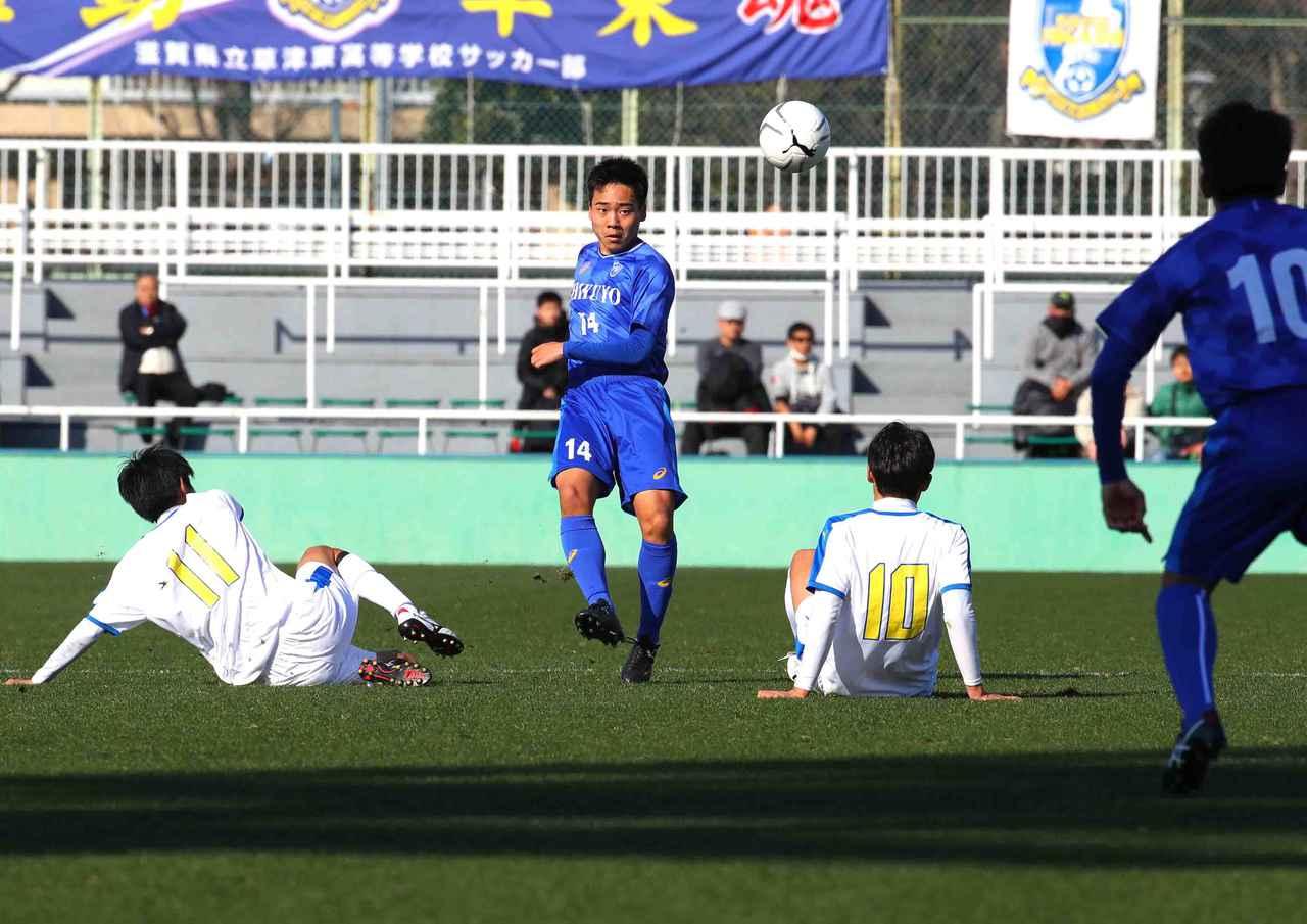Images : 3番目の画像 - シュート数でも逆転した筑陽学園が、3回戦へと進出した(写真◎菅原淳) - サッカーマガジンWEB