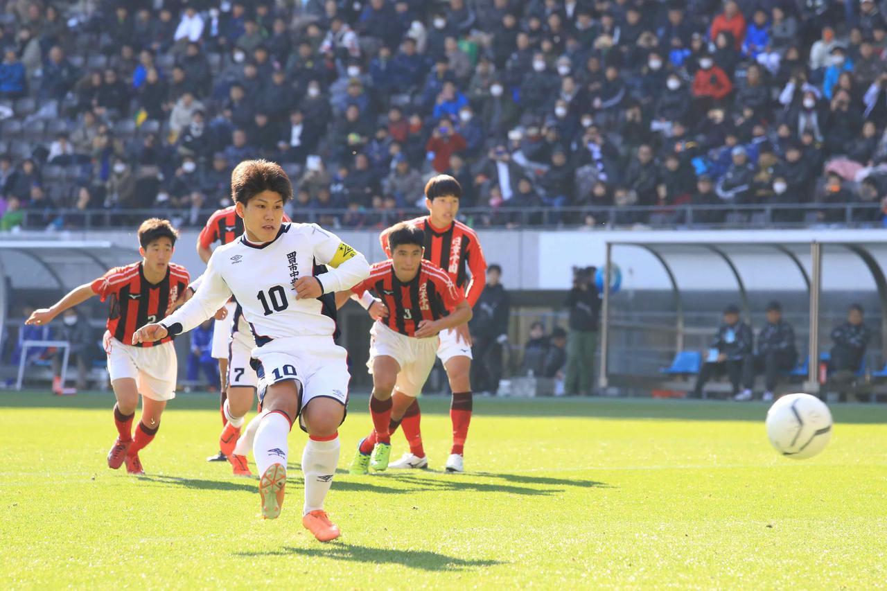 Images : 1番目の画像 - 激しい点の取り合いとなった試合は、PK戦で決着がついた(写真◎福地和男) - サッカーマガジンWEB
