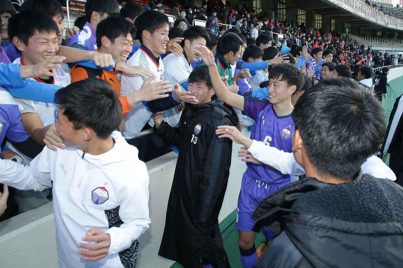 画像: 【2回戦】セットプレーからの虎の子の1点を守り、富山第一が3回戦へ - サッカーマガジンWEB