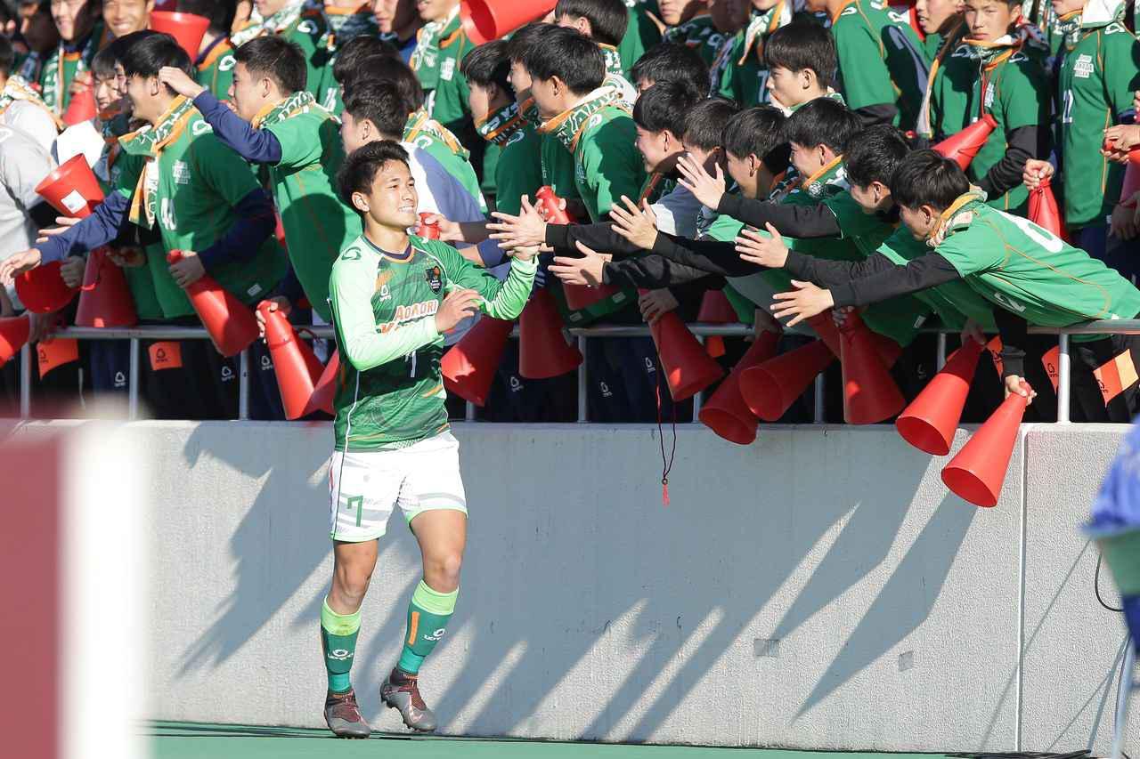 画像: 【3回戦】セットプレーから3得点。青森山田が富山第一を下して8強 - サッカーマガジンWEB