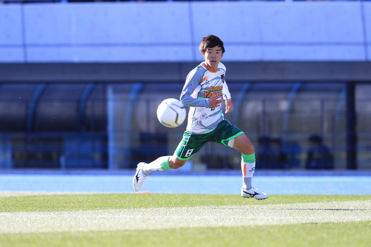 Images : 1番目の画像 - 攻守のハードワークが光ったMF浦川。青森山田の準決勝進出に大きく貢献した - サッカーマガジンWEB