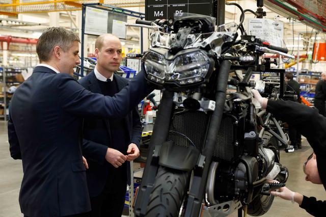 画像2: 英国ケンブリッジ公ウィリアム王子、トライアンフモーターサイクルズを来訪。新型Tiger 1200に試乗も!