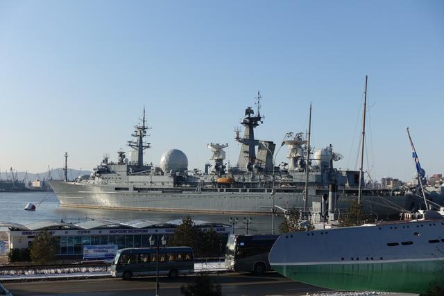 画像: 停泊する軍艦(東根撮影/2019年12月)