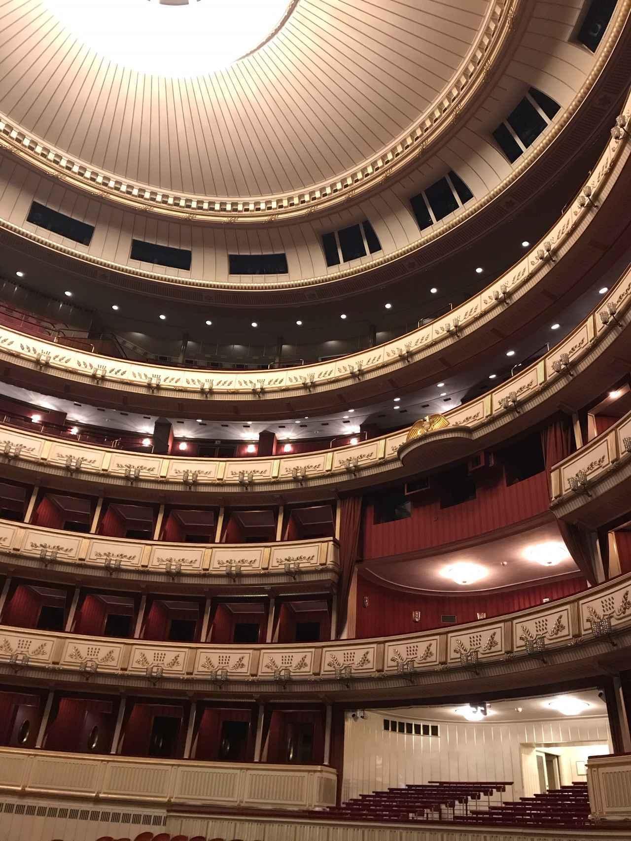 画像: オペラ座内部/酒井撮影