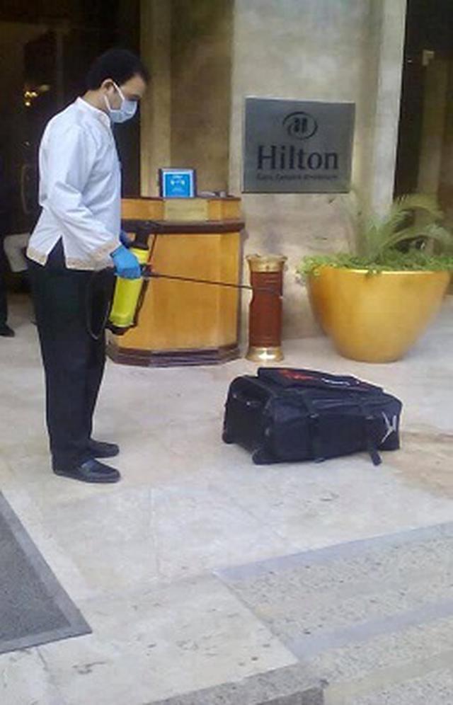 画像: 写真:荷物を消毒する様子(イメージ/現地手配会社提供)