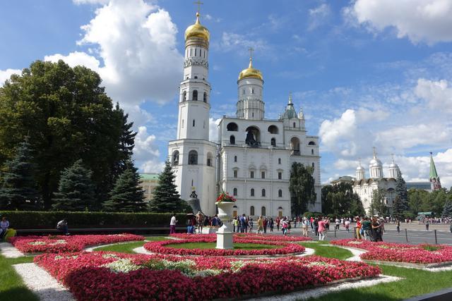 画像: 庭園も花が咲き誇ります(写真はモスクワ・クレムリン内 ※花の見頃は前後します/担当者・東根撮影)