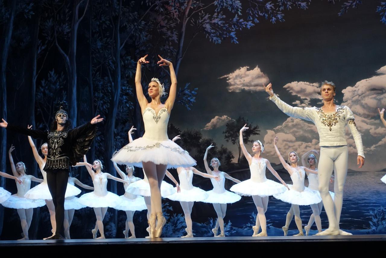 画像: バレエ「白鳥の湖」(アレキサンドリンスキー劇場/担当者・東根撮影)
