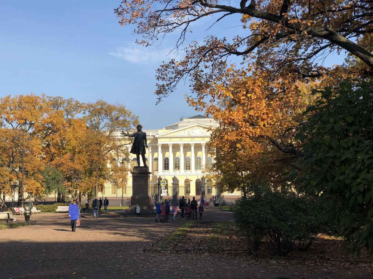 画像: 例年の黄葉の見頃は9月下旬~10月中旬です(写真はサンクト・ペテルブルクの様子/担当者・山崎撮影)