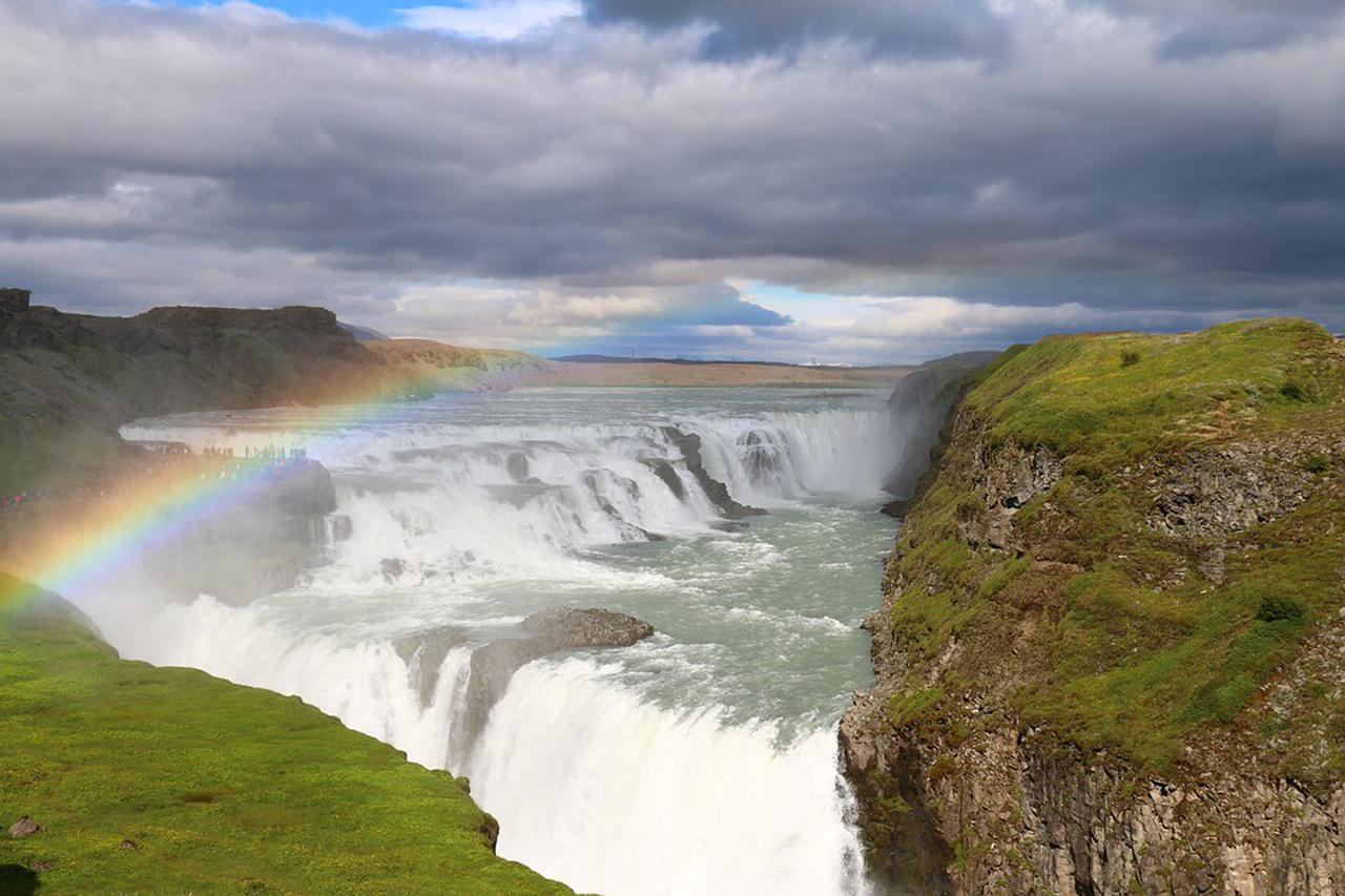画像: 「黄金の滝」の名を持つグトルフォス(イメージ)