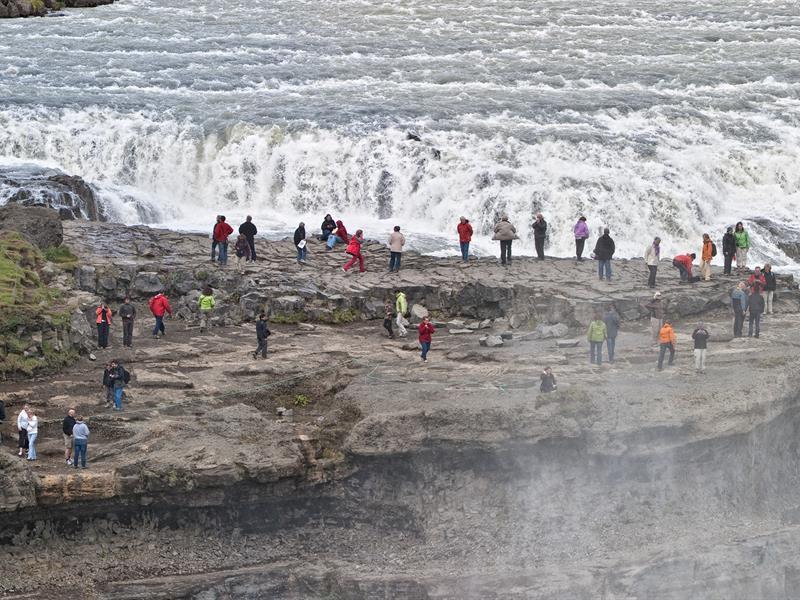 画像: 近くまで行くと圧巻!夏季シーズンならではの楽しみ方です(イメージ/PROMOTE ICELAND提供)