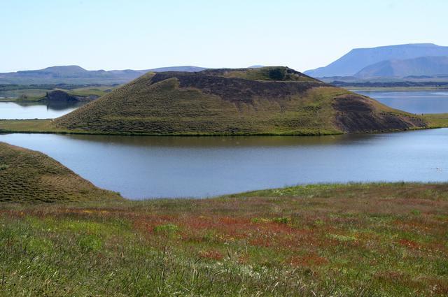 画像: アイスランド語で「蚊の湖」を意味するミーヴァトン湖(イメージ/Viking提供)