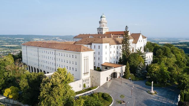 画像: パンノンハルマ修道院(イメージ)
