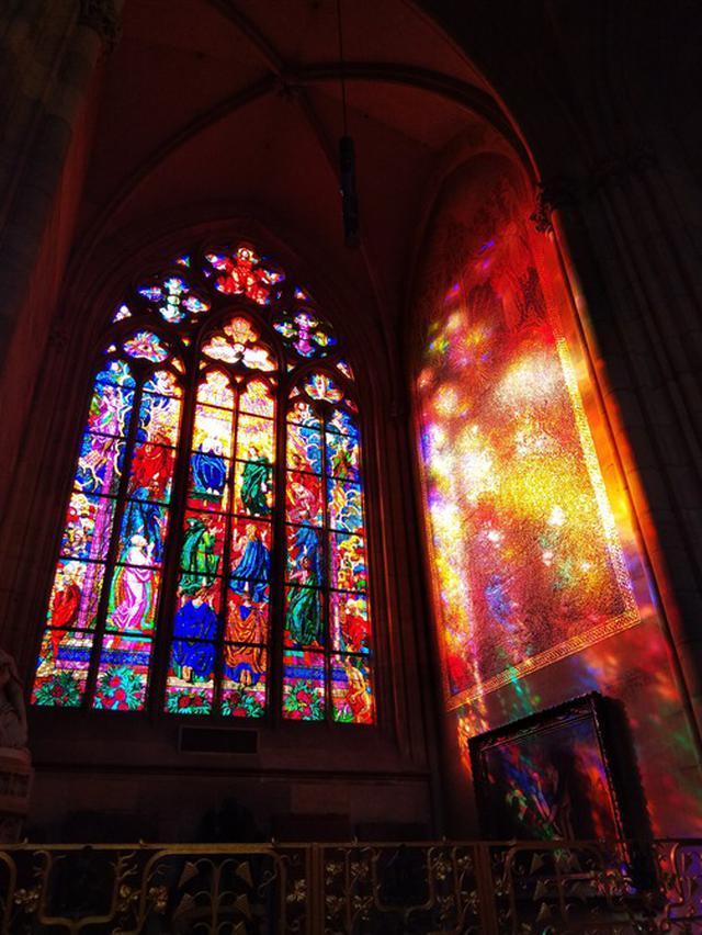 画像: 聖ヴィート教会 ミュシャのステンドグラス/@TD高田撮影