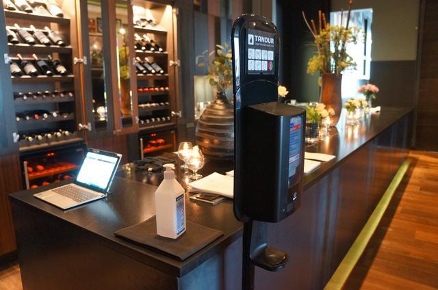 画像: レストラン内のカウンター(現地スタッフ撮影/2020年8月)