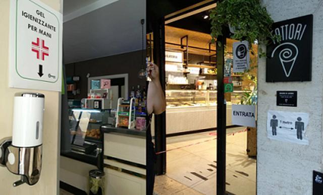 画像: フィレンツェ市内のバールの様子/すべて現地手配会社スタッフ撮影