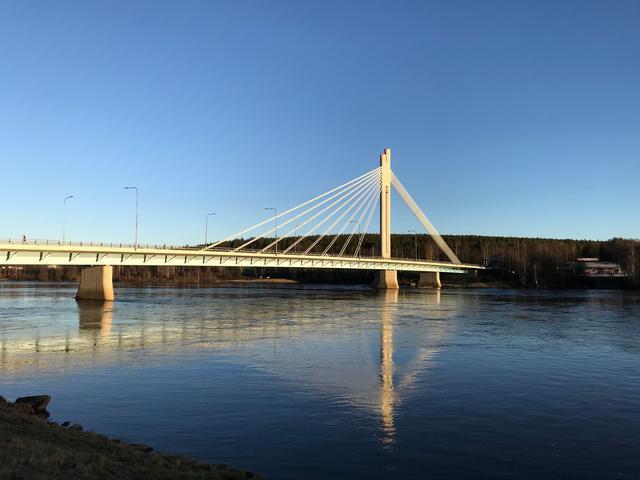 画像: ロバニエミのシンボル ろうそく橋 ©TUMLARE