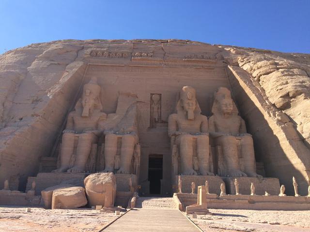 画像: アブシンベル大神殿(エジプト・アラブ共和国) 登録基準(i)(ⅲ)(ⅵ) ©C-td