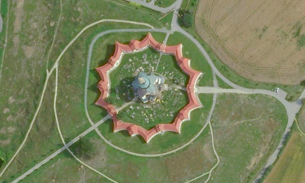 画像: 聖ヨハネ巡礼教会(チェコ共和国) 登録基準(ⅳ) Google Earth