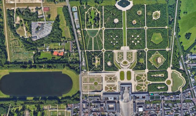 画像: ヴェルサイユ宮殿と庭園(フランス共和国) 登録基準(ⅰ)(ⅱ)(ⅵ) Google Earth