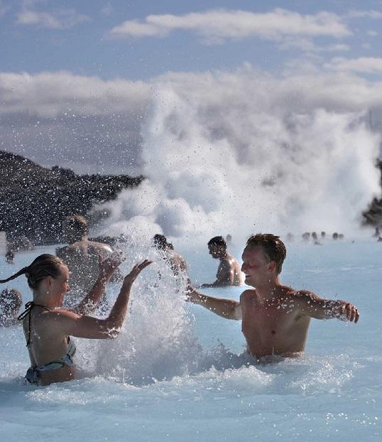 画像: 多くの観光客に親しまれるブルーラグーン(イメージ/PROMOTE ICELAND提供)