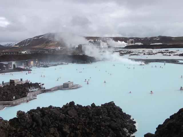 画像: 巨大な規模を誇る世界最大級の露天風呂(イメージ)