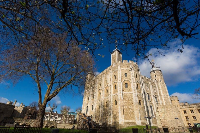 画像: ホワイトタワー©Historic Royal Palace(英国)登録基準(ⅱ)(ⅳ)