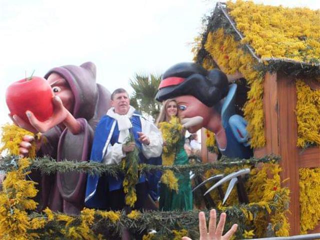 画像: ミモザ祭りの山車/弊社スタッフ撮影