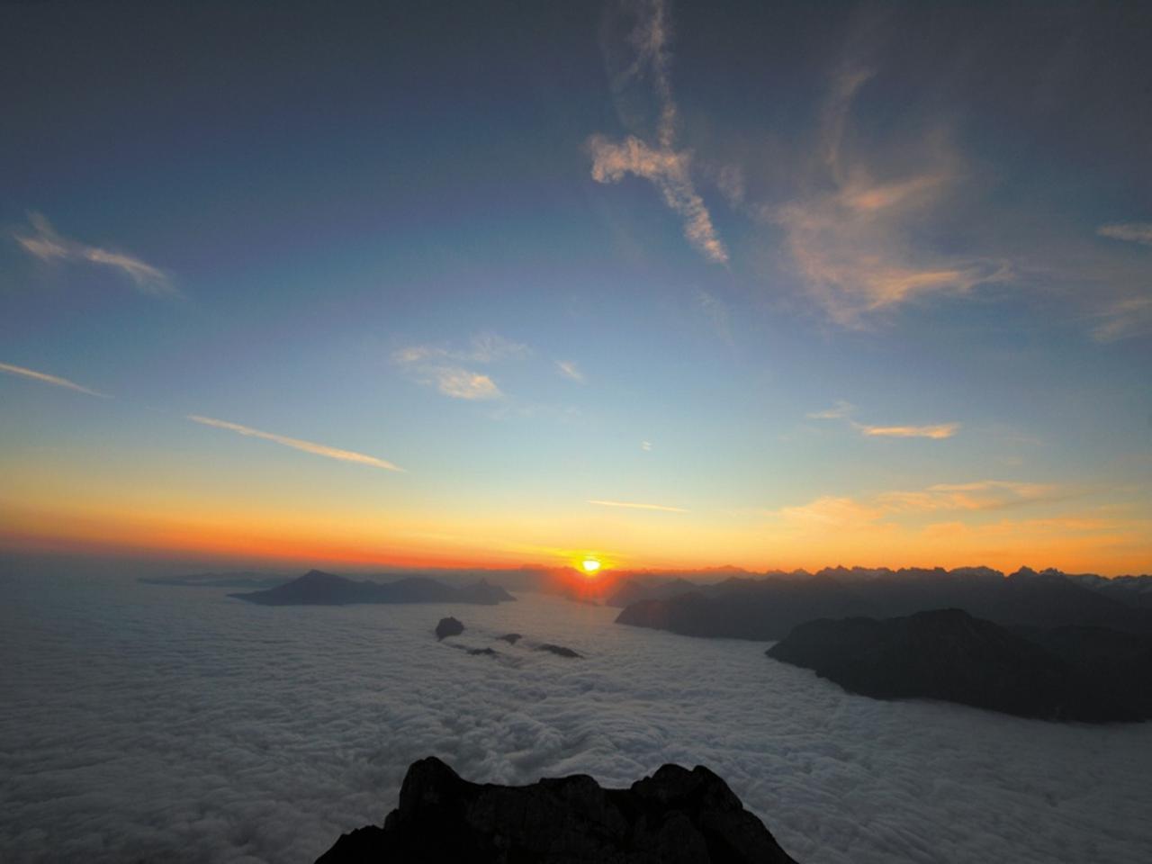 画像: ホテル「ピラトゥス・クルム」からの朝の雲海