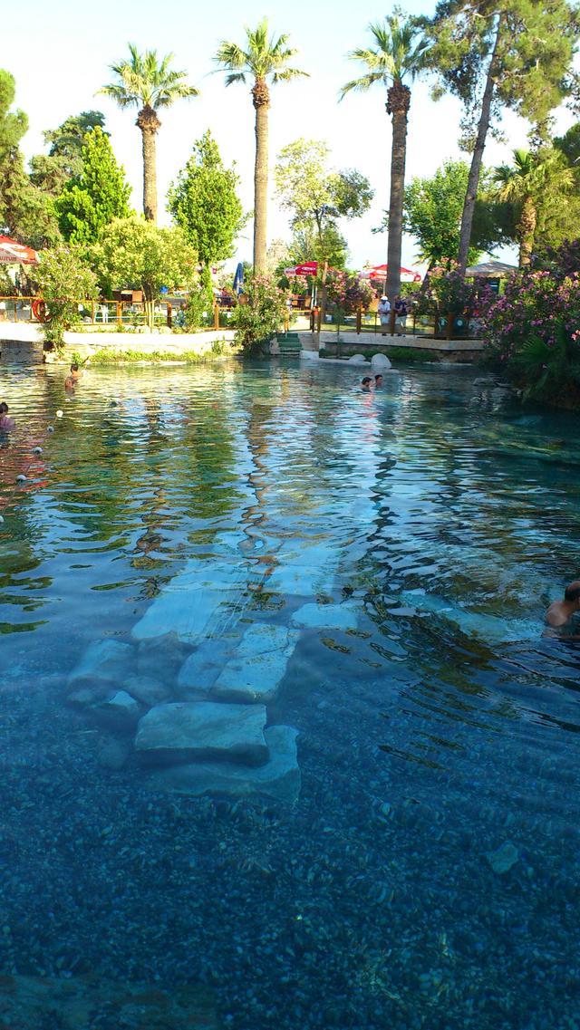 画像: アンティークプールでの入浴(イメージ)
