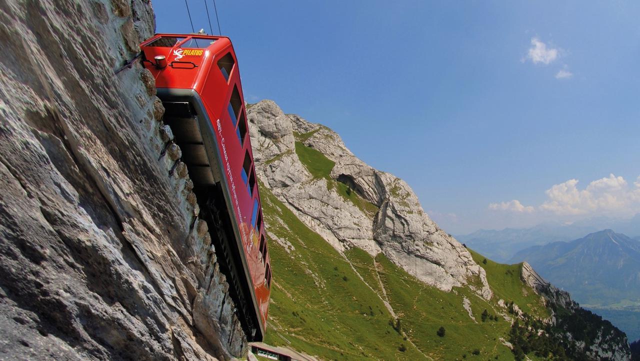 画像: 世界一の急勾配 ピラトゥス鉄道