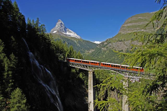 画像: ゴルナーグラート鉄道とマッターホルン