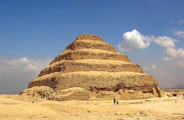 画像: 階段ピラミッド©ワールドコンパス
