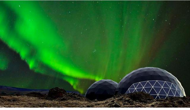 画像: 球体の建物内でオーロラのレクチャーを受けます(Aurora Base Camp提供)
