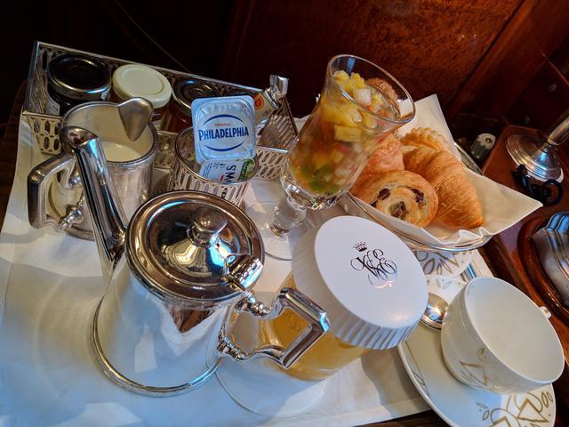 画像: 素敵な食器でいただく朝食/弊社社員撮影
